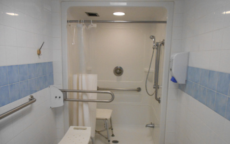 Photo of an accessible shower at the Federal Training Centre